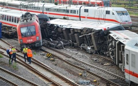 Două trenuri s-au ciocnit în Germania