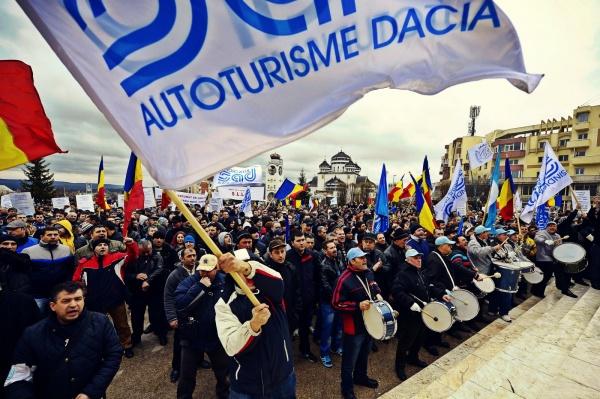 Sindicaliştii de la Dacia dau semnalul revoltei: Vrem autostradă