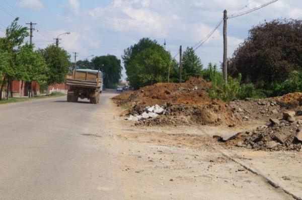 Poliţia Locală confirmă: Nu există autorizaţie pentru depozitarea pământului pe spaţiul public