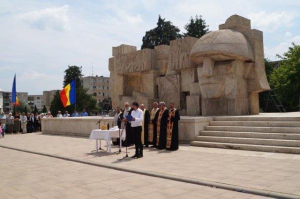 Manifestare sobră de Ziua Eroilor, fără recitări oficiale