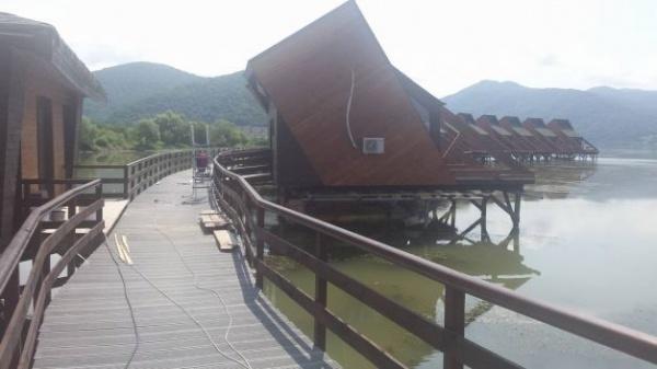 Primul hotel plutitor din România se deschide în curând