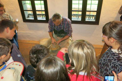 Atelier de olărit și expoziție etnografică  la  Muzeul Ţării Oaşului