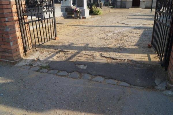 Aleile de acces la mormintele românești din Carei