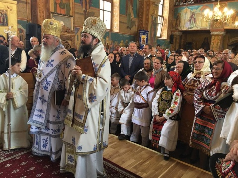 """Biserica din Coșbuc, resfințită de IPS Andrei Andreicuț la 150 de ani de la nașterea """"poetului țărănimii"""""""