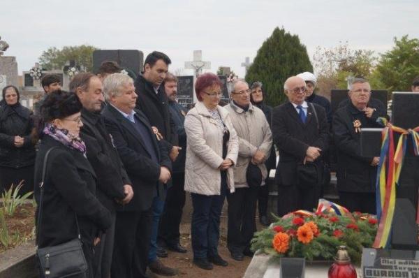 Asociaţiunea ASTRA depune coroane la mormintele eroilor din jurul Careiului