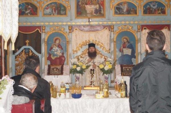 Hram binecuvântat la Biserica Sf.Arhangheli Mihail și Gavril din Marna Nouă. Oaspeți de seamă la agapă