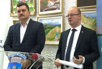 Primăria Satu Mare şi Consiliul Judeţean le interzic copiilor să intre cu colinda în Palatul Administrativ