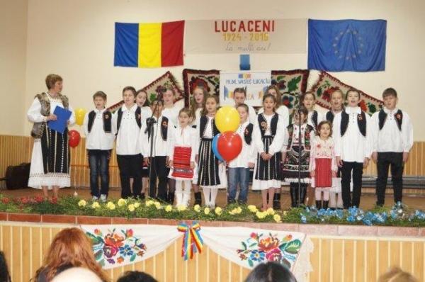 Spectacol omagial şi comemorativ la Lucăceni