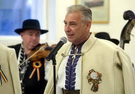 Regal folcloric la Oradea de Ziua României cu cântece patriotice la liber. Video