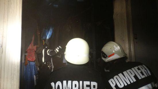 Incendiu într-o cameră de bloc din Carei