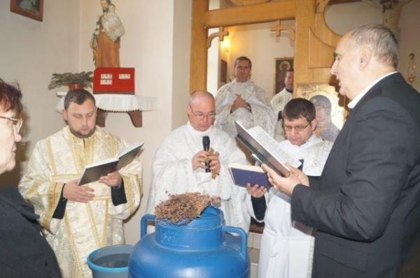 Slujba de sfințire a apei de Bobotează, la Biserica Sf.Anton de Padova din Carei