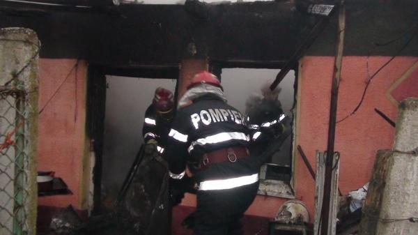 Incendiu la un bloc de pe Ignişului. O femeie carbonizată