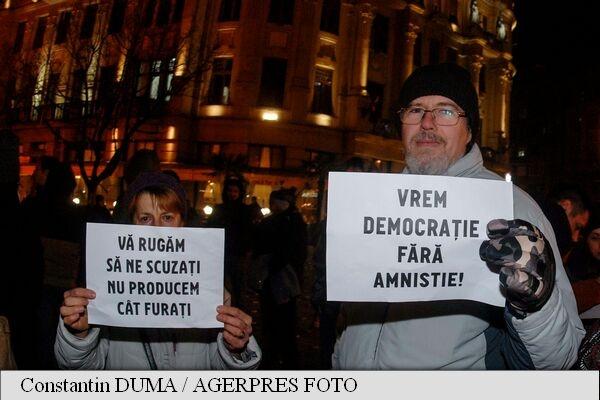 Cozmin Guşă: Amnistia a fost scopul câştigării alegerilor. Proteste în ţară