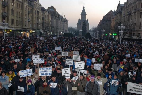 Cele mai ample proteste din 1990 încoace. Zeci de mii de români împotriva ordonanţelor de graţiere