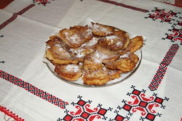 Sugestii dulci din partea Buletin de Carei. Plăcinţele cu mere. Reţetă proprie