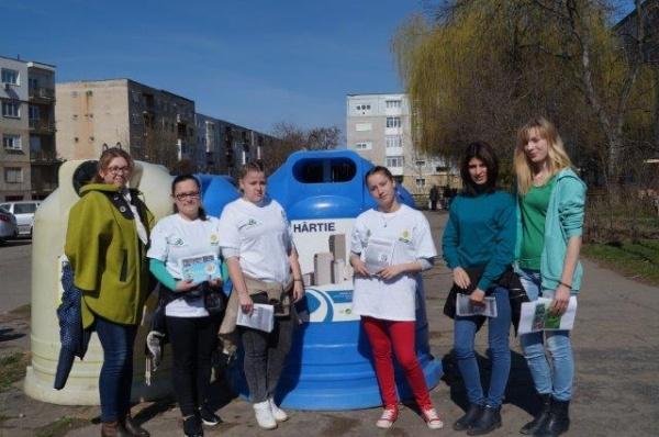 Elevii de la Liceul ,,Simion Bărnuţiu,,  şi ,,Caravana Deşeurilor Reciclabile ,,