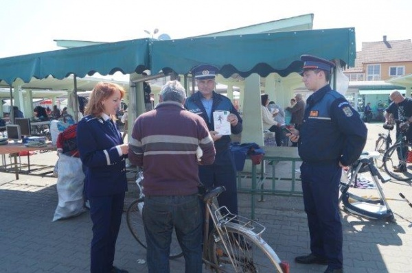 Poliţia în acţiune la Piaţa Agroalimentară din Carei