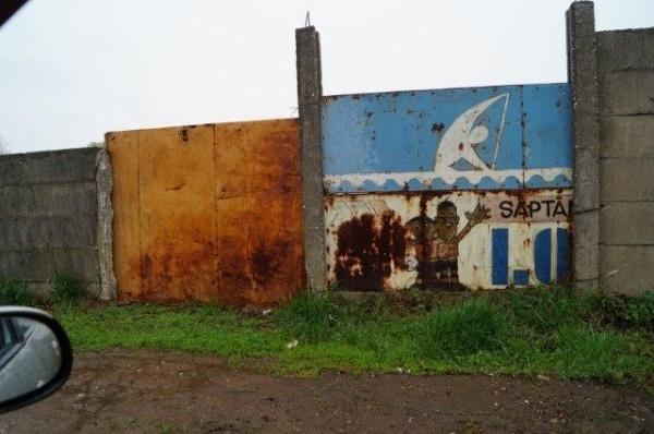 S-a reparat gardul din spatele stadionului Victoria Carei