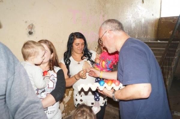 Ouă roşii şi fripturi pentru cei săraci. Acţiune caritabilă a Bisericii Sf.Anton de Padova din Carei