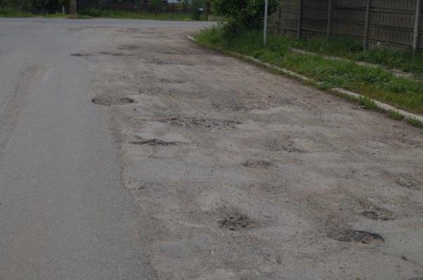 Strada Nicolae Iorga distrusă de incompetenţi va fi reparată din banii careienilor