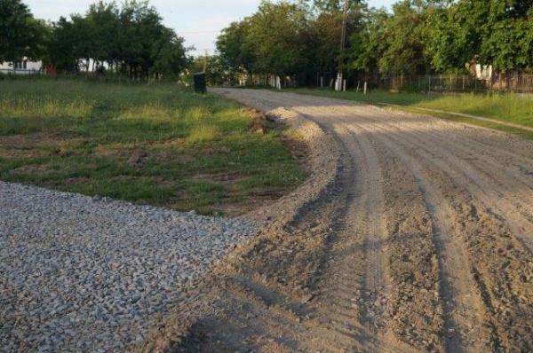 Se pietruiesc dumurile din Ianculeşti, satul încadrat în prima zonă de impozitare a oraşului Carei