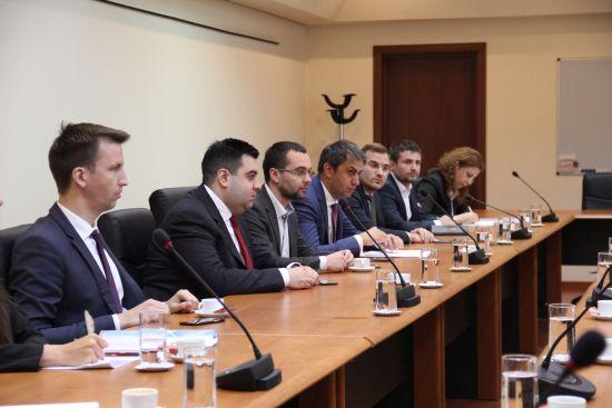 Întâlnire la Guvern pentru combaterea pirateriei din domeniul transporturilor de persoane