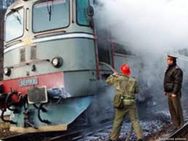O locomotivă a luat foc în gara Domăneşti