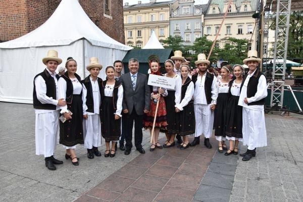"""Ansamblul Folcloric al Județului """"Doruri sătmărene"""" în spectacol la Cracovia"""