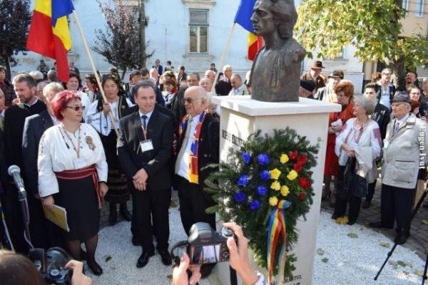 Bustul lui Mihai Eminescu dezvelit la Carei sub binecuvântarea Sfintei Parascheva