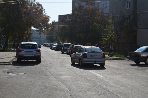 Locuitorii au cerut sens unic pe strada Platanilor şi au primit aviz favorabil. Locuitorii de pe strada Kolgălniceanu mai aşteaptă răspuns la cererea lor