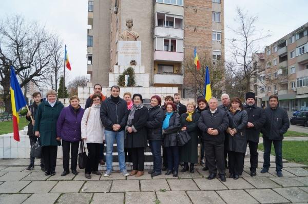 Din comentariile neiubitorilor de manifestări  româneşti la bustul lui Avram Iancu…,,dute in Bucuresti si acolo la parlamentarii sa canti,,