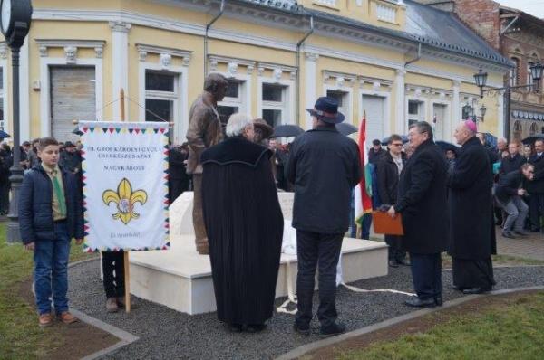 Primarul Kovacs pentru MEDIAFAX:,,Nu au fost steaguri româneşti, nici nu ştiu dacă trebuiau. Ce steaguri să fi fost la două statui, nu erau şefi de stat,,