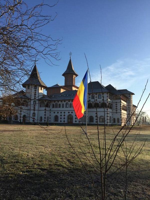 Peste 80 de autocare vor sosi la Mănăstirea Scărişoara la hirotonirea Noului Arhiereu Vicar. Măsuri de ordine sporite