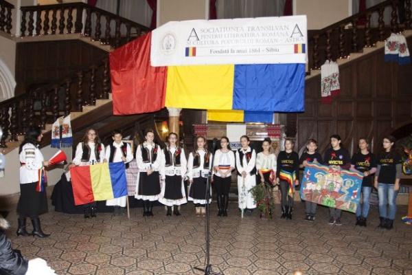 Festivalul de Datini şi Obiceiuri organizat de ASTRA Carei a adunat peste 250 de colindători