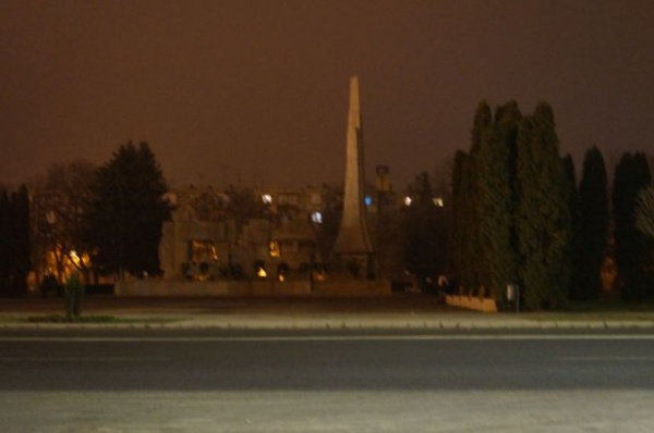 Monumentul Ostaşului Român din Carei ţinut în beznă