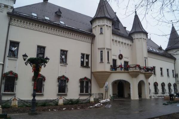 Castelul Karolyi din Carei se pregăteşte de Crăciun în februarie