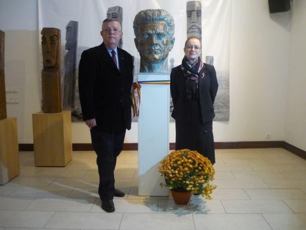IN MEMORIAM GHEZA VIDA părintele Monumentului Ostaşului Român de la Carei