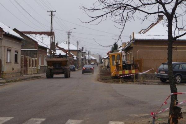 Lucrări pe strada Gheorghe Lazăr din Carei. Fără panou de informare