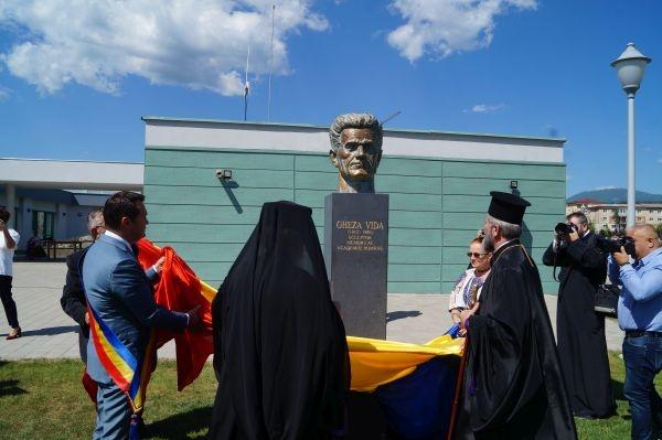Ceremonia dezvelirii bustului sculptorului român Gheza Vida