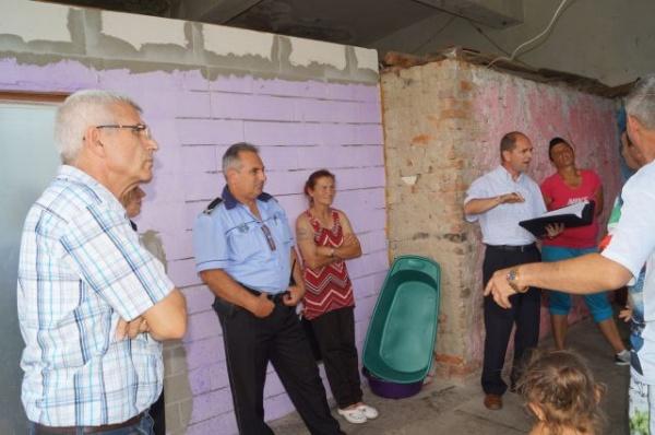 Lovitură de teatru! Un consilier de la Prefectură nu doreşte să constate lipsa contoarelor de la locuinţele sociale ale Primăriei Carei de pe strada Independenţei