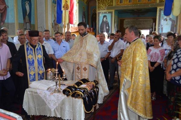 Preotul paroh Sorian a devenit pensionar. Sfinţire de cruce la Ianculeşti