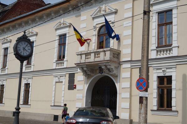 Consilierul primarului care promovează Primăria fără stema României