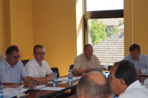 Dezbateri în Consiliul Local Carei privind situaţia florarilor din centru