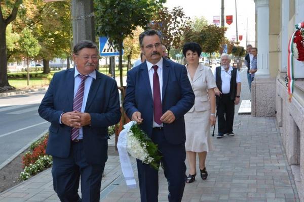 Kovacs merge la dezveliri de monumente în Ungaria nu şi în localitatea unde este primar