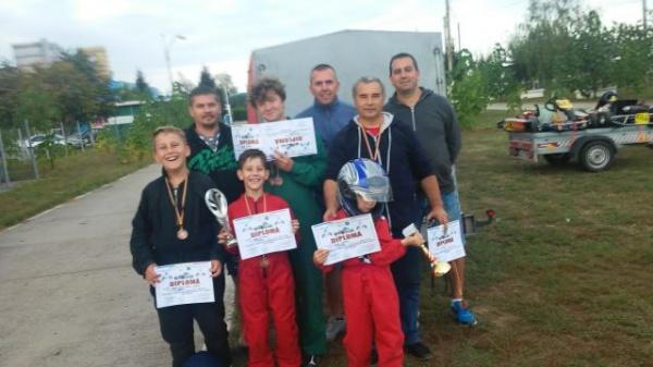 Karting. Elevii lui Mille Ioan revin cu premii de la Bacău