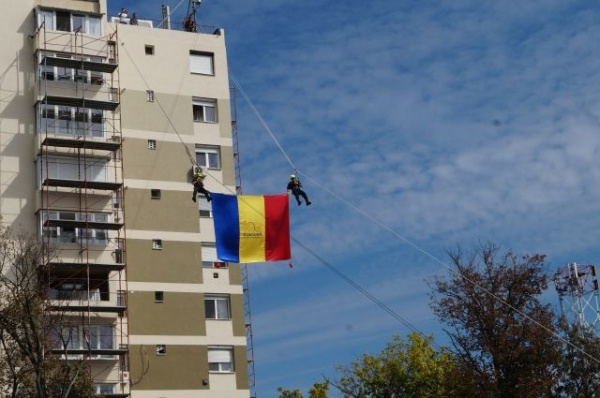 Tricolor cu sigla Anului Centenar la Ziua Pompierilor de la Carei