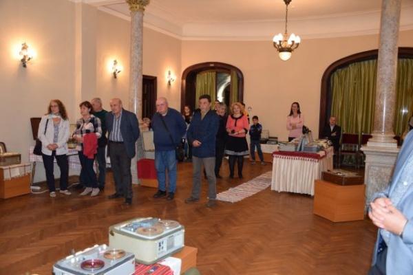 Cea mai mare colecţie de magnetofoane cu lămpi din România se află la Carei