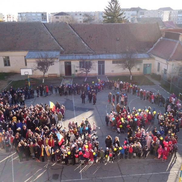 Şi elevii de la Şcoala Vasile Lucaciu Carei au sărbătorit Centenarul