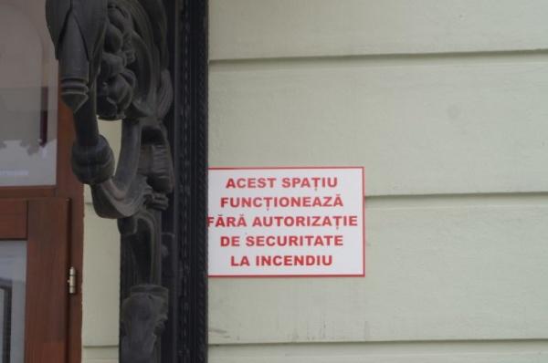 Primăria Carei invită locuitorii într-o incintă fără securitatea asigurată în caz de incendiu
