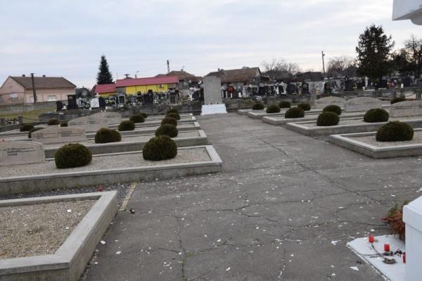 Morminte de eroi români la Carei